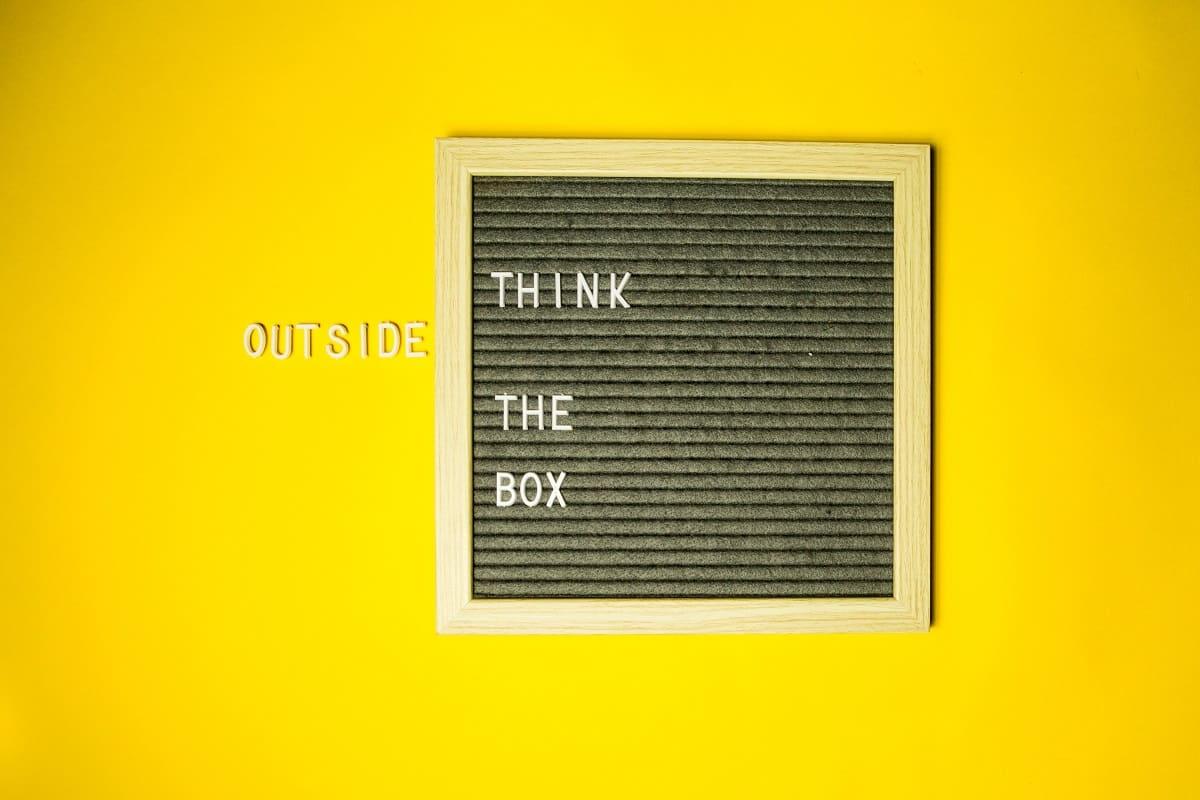 Think outside the box. (Foto: Diana Parkhouse, Unsplash.com)