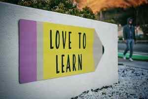 Die Revolution im Kopf ist mit der Liebe zum Lernen verbunden. (Foto: Tim Mossholder, Unsplash.com)