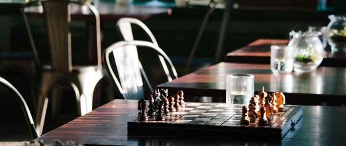 Beim Schach geht es um Strategie, Taktik und Anpassung an die aktuelle Situation. (Foto: Alex Holyoake, Unsplash.com)
