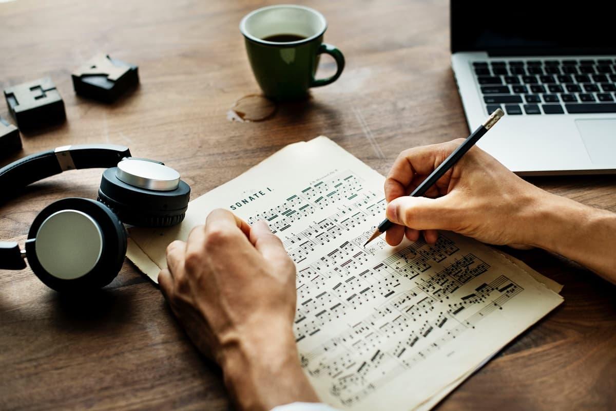 Der Soziologe Dirk Baecker forscht im Bereich der Kulturtheorien. Die Digitalisierung markiert den Übergang in eine neue Epoche. (Foto: Rawpixel, Unsplash.com)