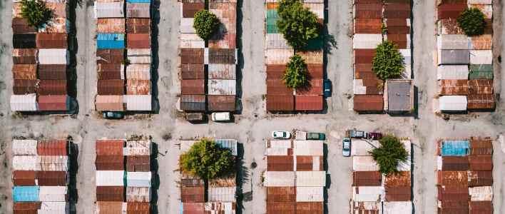 Bürokratie sorgt für Ordnung, auch bei der Aufstellung von Häusern. (Foto: Ivan Bandura, Unsplash.com)