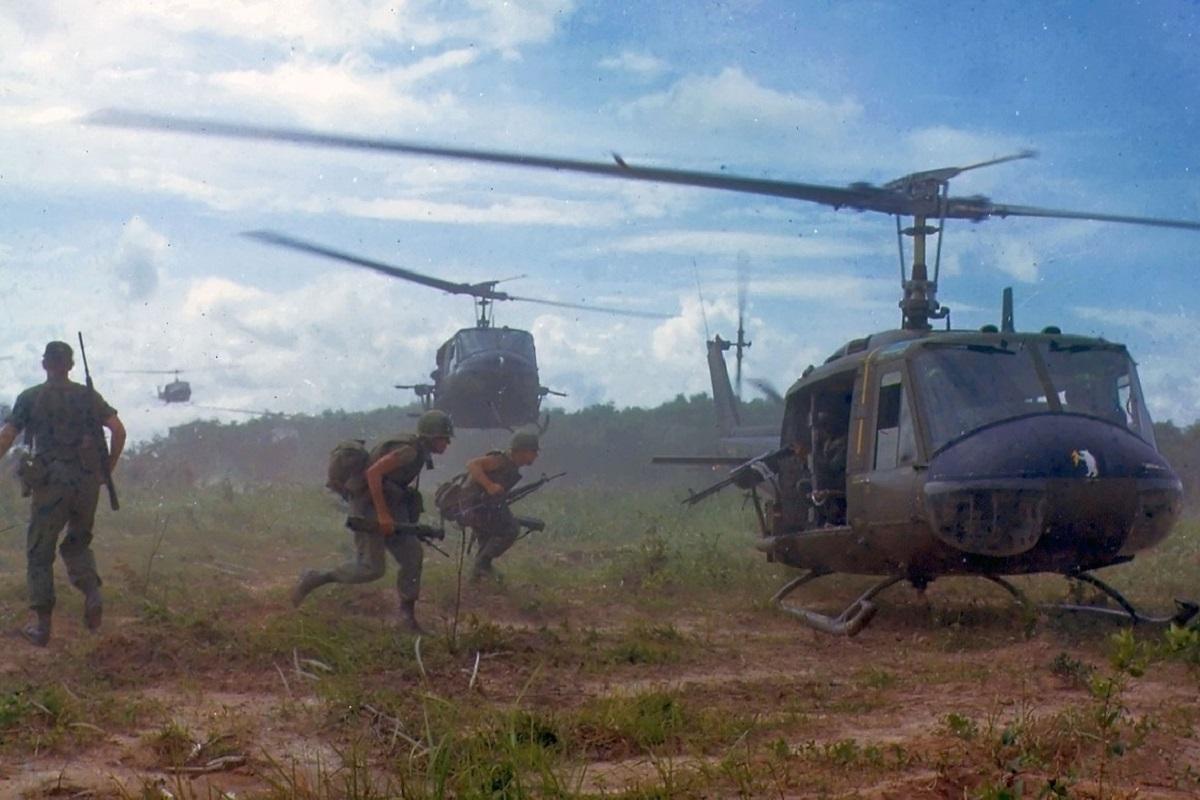 Apocalypse Now ist eine Fiktion. Der auf dem Foto erkennbare Hubschraubereinsatz der US Armee in Vietnam 1966 nicht. (Foto: James K. F. Dung National Archives and Records Administration)
