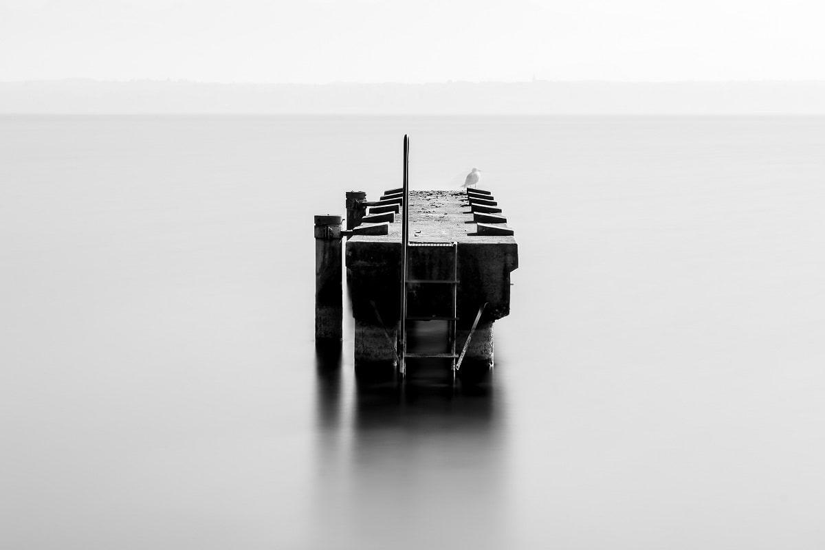 Geist und Materie sind Themen der Philosophie, ein Pier ist Realität. (Foto: Kevin Bessat, Unsplash.com)