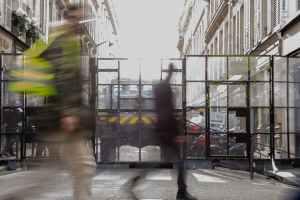 Gelbwesten und Barrikaden in Paris. (Foto: Koshu Kunii, Unsplash.com)