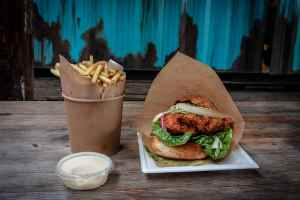 Pommes und Burger gehören auch zu Pulp Fiction dazu. (Foto: Stage 7 Photography, Unsplash.com)