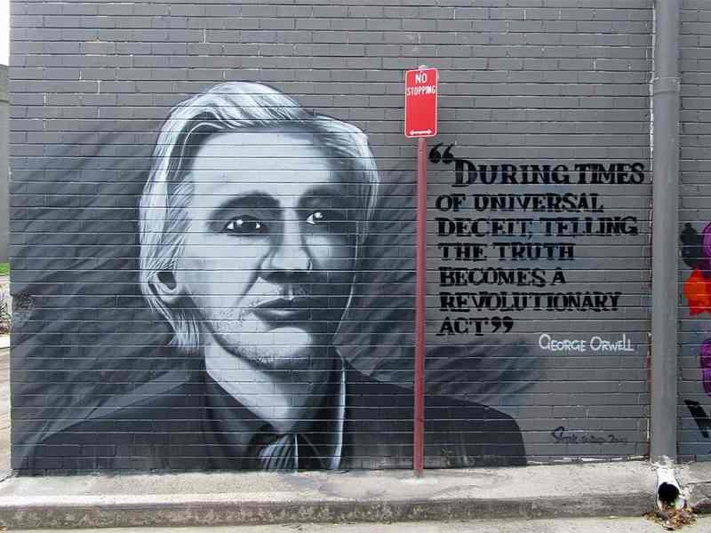 Ausgewertet! Das Imperium, seine Chargen und Julian Assange