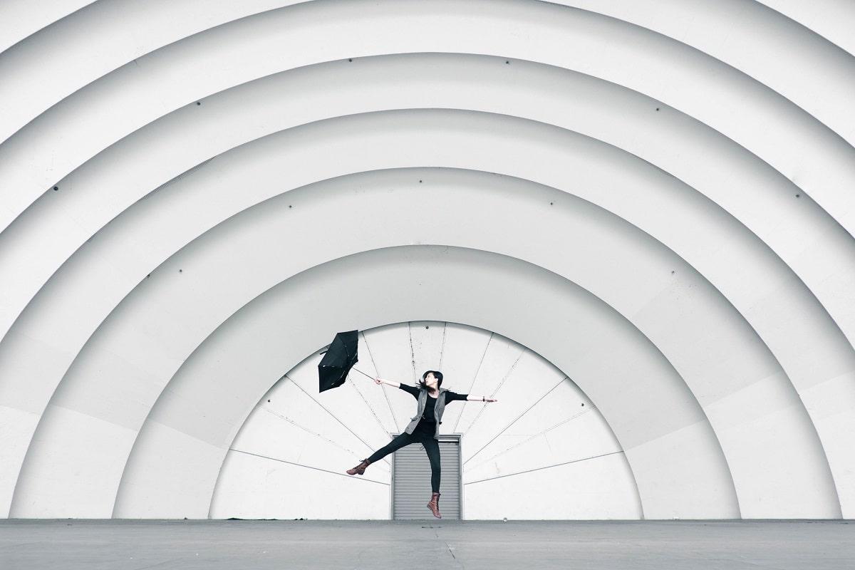 Mystifikation der Architektur. (Foto: Verne Ho, Unsplash.com)