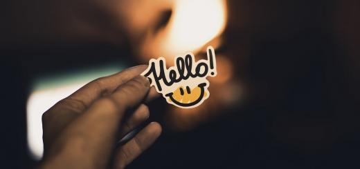 Guten Tag und Hallo. (Symbolfoto: Vladislav Klapin, Unsplash.com)
