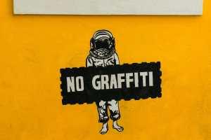 Ds Recht zu leben an einer Hauswand? No Graffiti. (Symbolfoto: Chirag Saini, Unsplash.com)