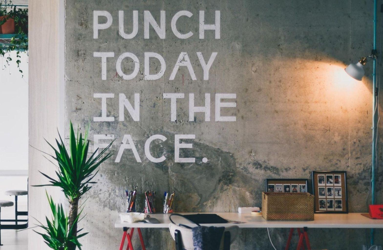 Aggression begegnet uns in verbaler und emotionaler an den unterschiedlichsten Orten. (Foto: Johnson Wang, Unsplash.com)