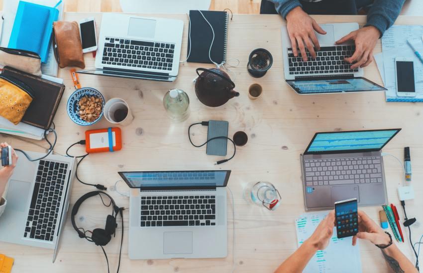 Netzwerke als Grundlage der Veränderung. (Foto: Marvin Meyer, Unsplash.com)