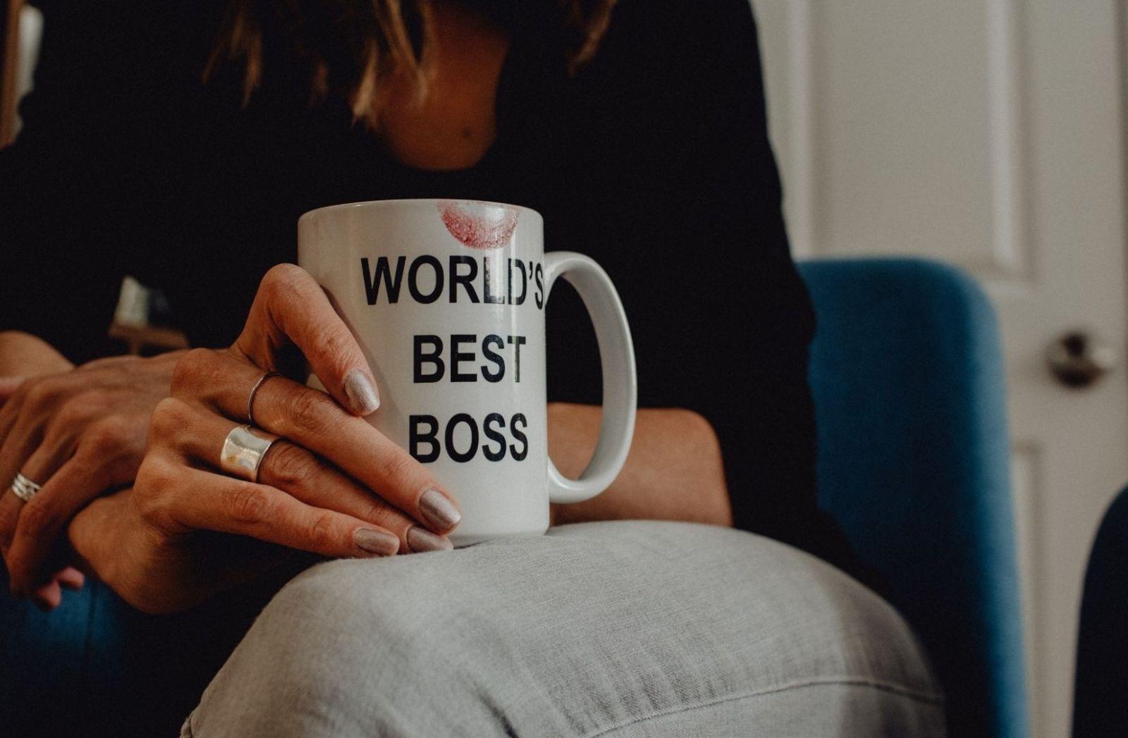 Zu den Daily Rituals gehört das Trinken von Kaffee, dem Worlds best Boss. (Foto: Kelly Sikkema, Unsplash.com)