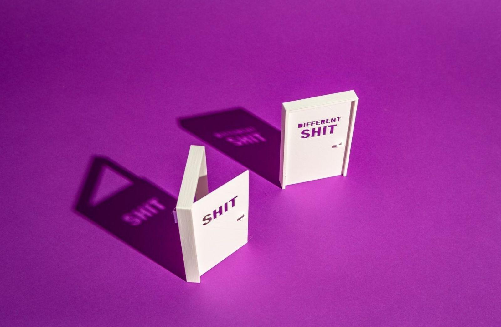 Politisches Theater spielt sich ab zwischen Shit und anderem Shit. (Foto: Stefan Moertl, Unsplash.com)