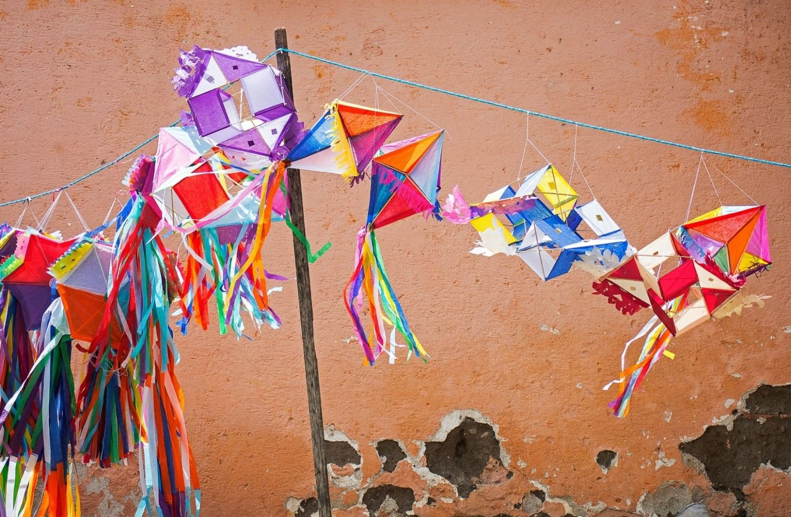 Traditionelle Dekoration in Guatemala. (Foto: Ronald Cuyan, Unsplash.com)
