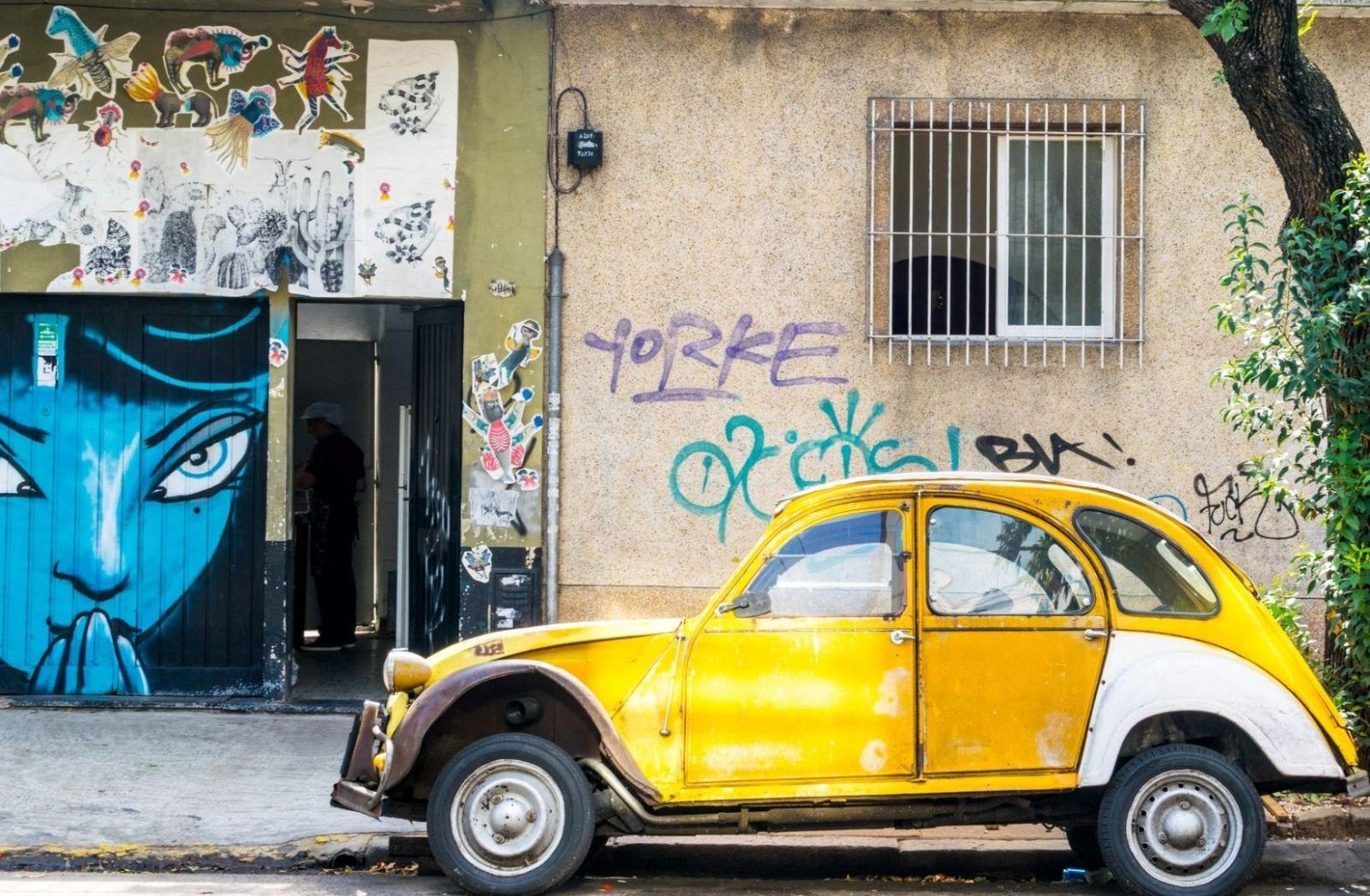 Gelbes Auto in Buenos Aires, Argentinien. (Foto: Benjamin Rascoe, Unsplash.com)