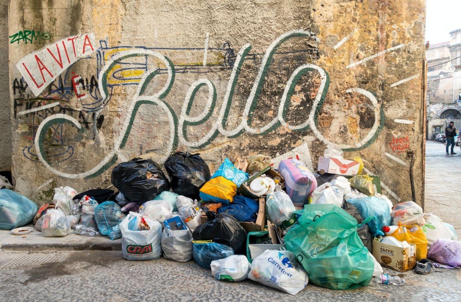 Müll auf den Straßen Siziliens. (Foto: Etienne Girardet, Unsplash.com)