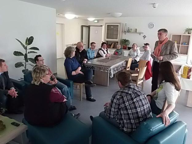 NG im Dialog mit den Bewohner der Wohngruppe Menschen mit Behinderung