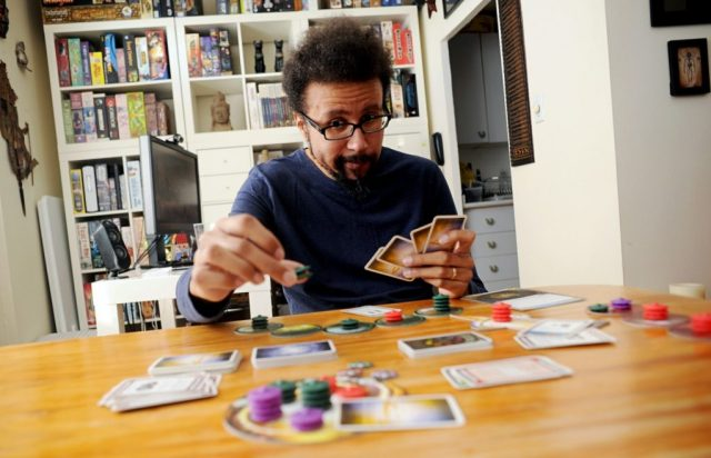An encounter of the third kind - Eric Lang playing Cosmic Encounter