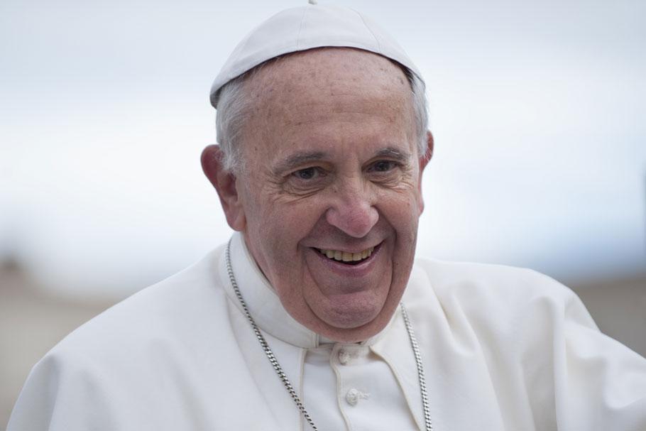 Anstatt über Einschränkungen wegen der Pandemie zu jammern, sollen Menschen nach Aussage des Papstes lieber etwas für jene tun, die weniger haben.