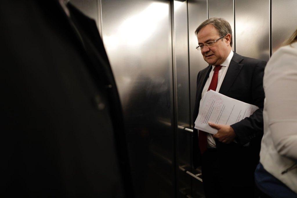"""NRW-Ministerpräsident Armin Laschet, ein überzeugter Katholik, setzt sich in der """"K-Frage"""" gegen CSU-Chef Markus Söder durch - jedenfalls im CDU-Bundesvorstand. Nun muss sich der Mann aus Bayern zu dem Votum verhalten."""