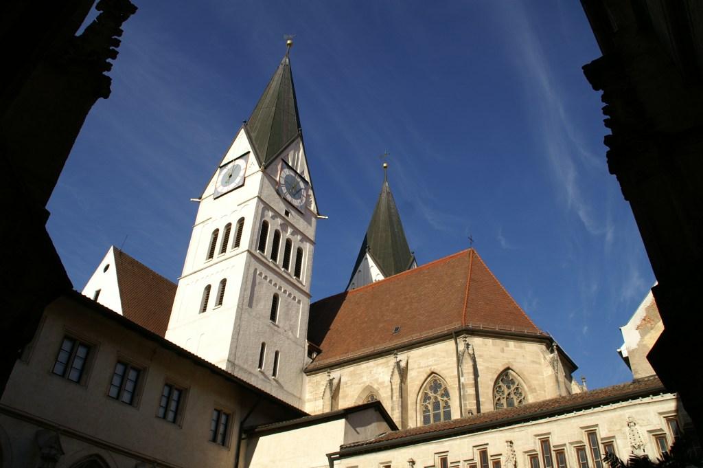 Das Bistum Eichstätt hat sich am Freitag mit sofortiger Wirkung von seinem Finanz- und Baudirektor Florian Bohn (42) getrennt. Das bestätigte eine Sprecherin der Diözese der Katholischen Nachrichten-Agentur (KNA) auf Anfrage.
