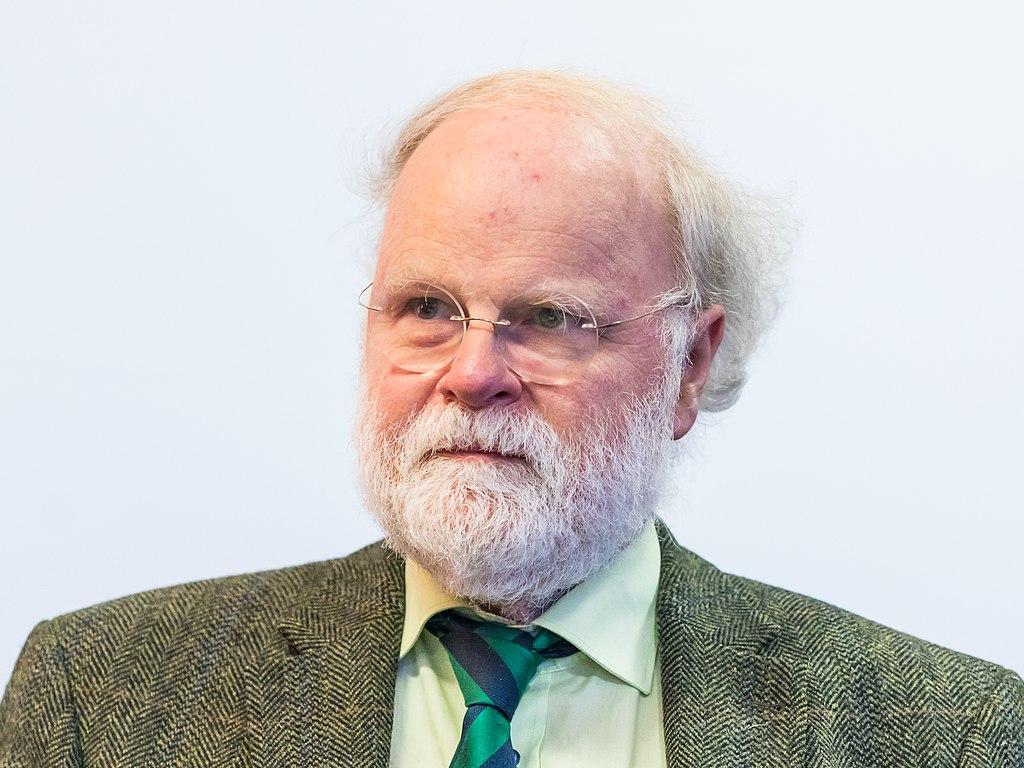 """Köln –Der Kölner Psychiater Manfred Lütz wertet die Kommunikation rund um das erste, nicht veröffentlichte Missbrauchsgutachten im Erzbistum Köln als """"katastrophal"""". Dafür habe sich Kardinal Rainer Maria Woelki """"auch ohne Wenn und Aber entschuldigt"""", sagte Lütz dem """"Kölner Stadt-Anzeiger"""" (Wochenende). Noch schlimmer habe er eine """"Instrumentalisierung"""" der Betroffenenvertretung empfunden, so der Psychiater. Es habe ihm Tränen in die Augen getrieben, wenn er Berichte über retraumatisierte Menschen gesehen habe, die nicht mehr hätten schlafen können.""""Ich gestehe, dass ich da auch mit meinem Ortsbischof gehadert habe."""" Daher habe es ihn berührt, als Woelki auch eigene Schuld eingestanden habe, betonte Lütz. Nur so könne ein Neubeginn gelingen, """"wenn alles auf den Tisch kommt""""."""