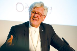 Der Ratsvorsitzende der Evangelischen Kirche in Deutschland (EKD), Heinrich Bedford-Strohm, hat den wegen Volksverhetzung angeklagten evangelischen Bremer Pastor Olaf Latzel kritisiert.