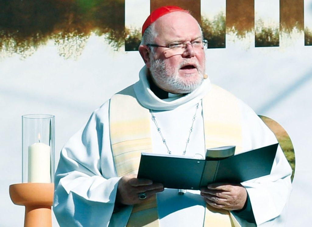 Der Ratsvorsitzende der Evangelischen Kirche in Deutschland (EKD) und der frühere Vorsitzende der katholischen Bischofskonferenz planen an Heiligabend in München einen ökumenischen Gottesdienst unter freiem Himmel.