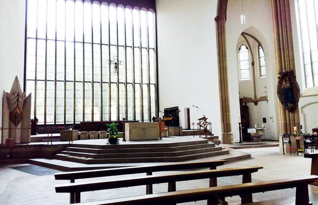 Altarraum der Kirche St. Joseph in Duisburg (Foto: Stadtkirche Duisburg)