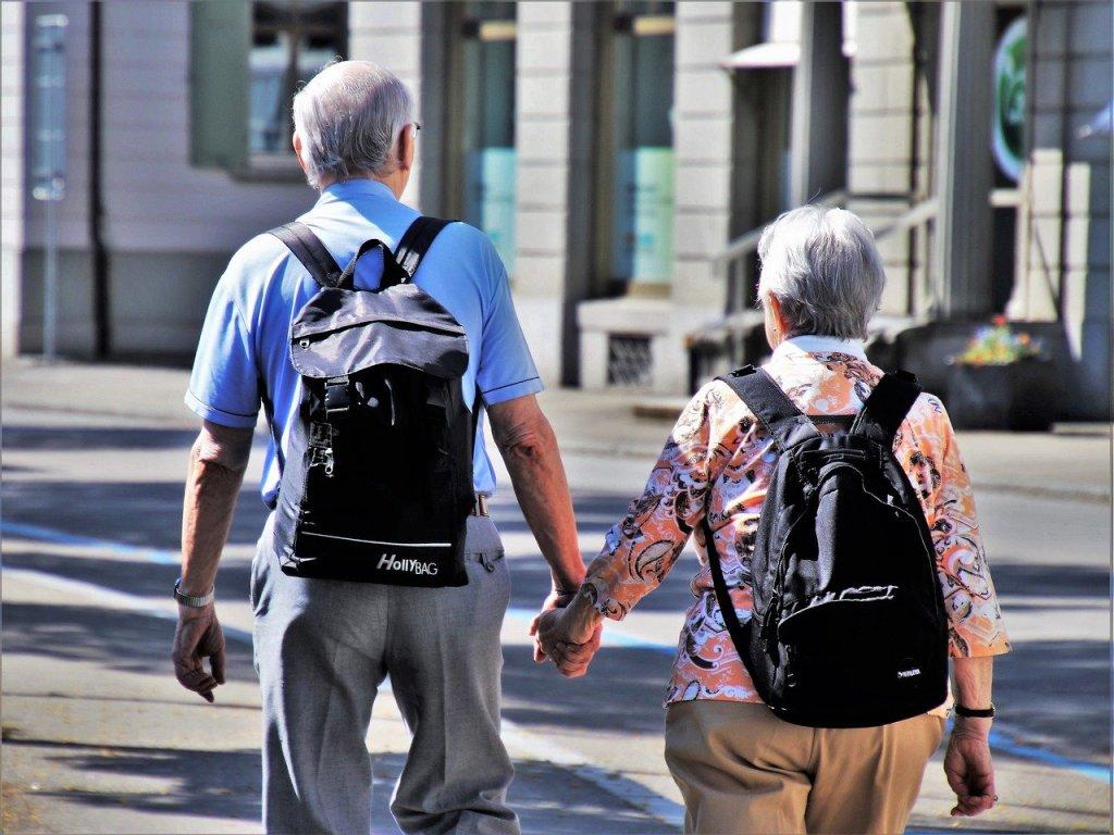 Senioren Debatte um Rentenalter: Die schrittweise Anhebung des Rentenalters auf 67 Jahre führt laut aktuellen Daten dazu, dass ein wachsender Bevölkerungsanteil das Renteneintrittsalter nicht mehr erlebt. Jeder Fünfte stirbt vor 69. Lebensjahr