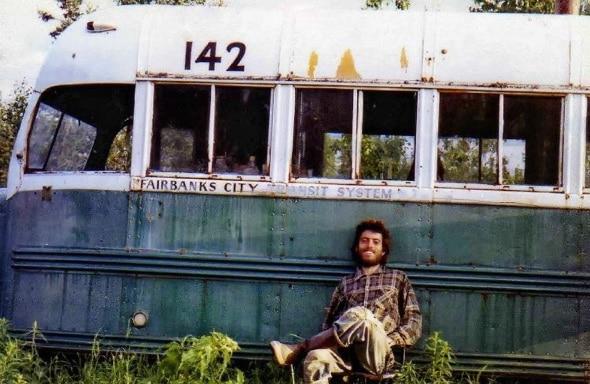 Bus 142 unweit des George Parks Highway, in dem McCandles kompostierende Leiche am 6 September 1992 von Elch Jägern gefunden wurde.