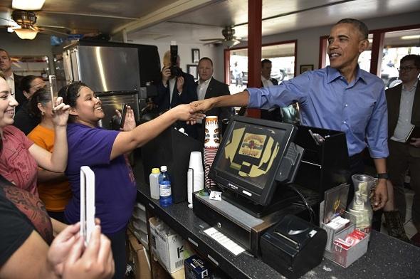 U.S. President Barack Obama legt am 11. März, 2016, einen Stop  ein bei Torchy's Tacos  in Austin, Texas. (Photo- MANDEL NGAN, AFP:Getty Images)