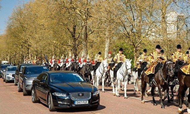 Prinz Charles mit neuem Jaguar I-Pace Prinz Charles mit einen neuen Jaguar I-Pace auf dem Weg vom Buckingham zum St. James Palast. Foto: