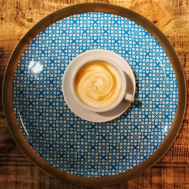 Feiner Mandelmilchschaum fuer Cappuccino