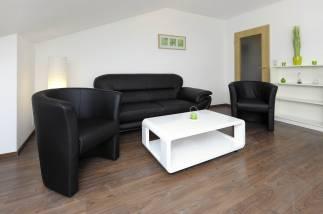 Wohnzimmer-mit-Couch