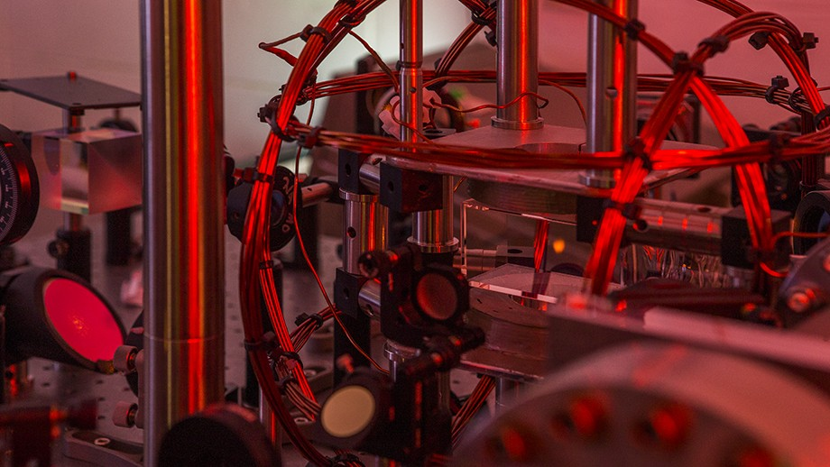 Machine learning outperforms physicists in experiment
