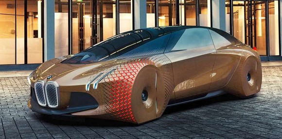 BMW vs. Mercedes-Benz: Which Luxury Automaker Is Hitting the Gas on Driverless Tech?