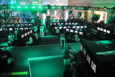 This image shows people playing Call of Duty at a gaming convention.