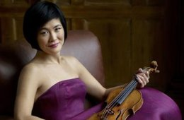 Photo of violinist Jennifer Koh.