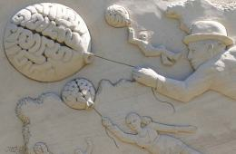 Image shows a sand sculpture of a brain.