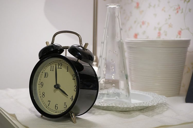 Image shows an alarm clock.
