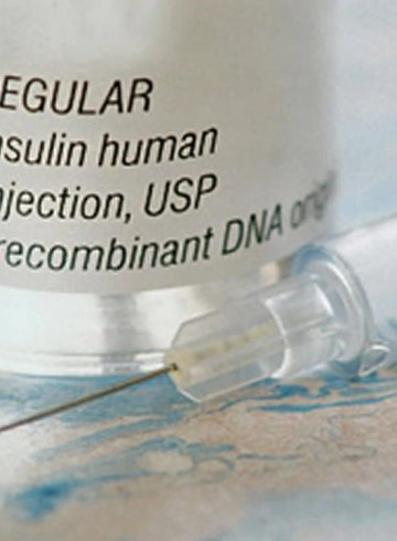 Image shows an Insulin bottle and needle.