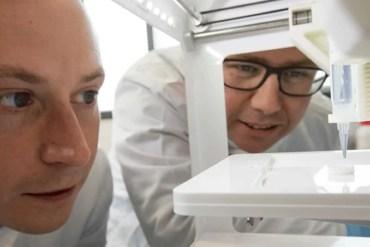 the researchers printing the 3D cornea