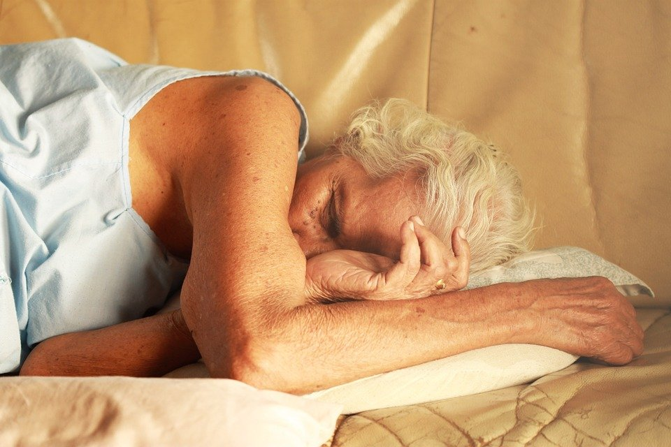 This shows an old woman sleeping