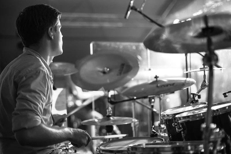 How playing the drums changes the brain - Neuroscience News
