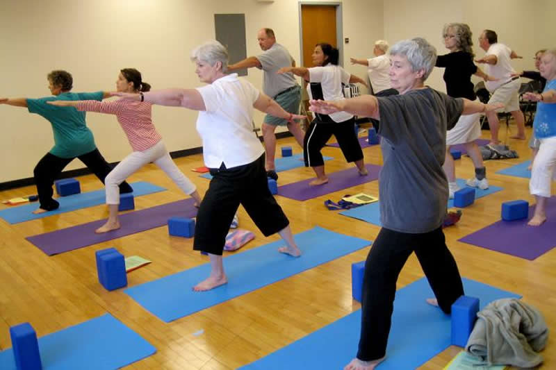 Experts review evidence yoga is good for the brain - Neuroscience News