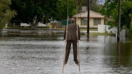 FEMA: New Orleanians under 10 feet tall must raise body height