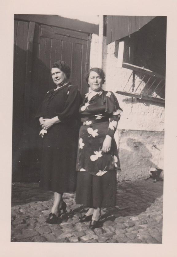 Adronie (Edna) and sister Irma Vangheluwe in Bruges in 1937.