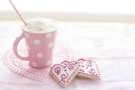 Pink mug and heart-shaped cookie | neveralonemom.com