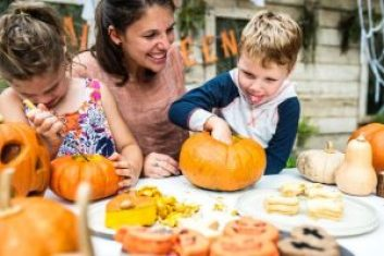 Pumpkin carving | neveralonemom.com